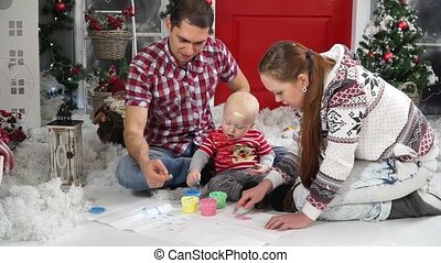 Mom and Dad show the child how to draw with your fingers