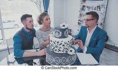 Fake Cake foam. Mock wedding cake. Choosing a wedding cake....