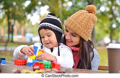 女, ブロック, カラフルである, 彼女, 子供, 若い, プラスチック, 屋外で, 遊び