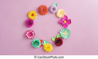 Paper flowers rotating - Rotating wreath made of paper...