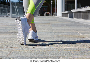 Woman ready to run in the city, sunlight - Woman ready to...