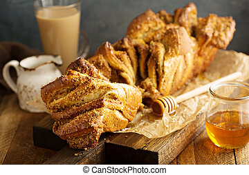 Honey and nuts pull-apart bread - Homemade honey syrup and...