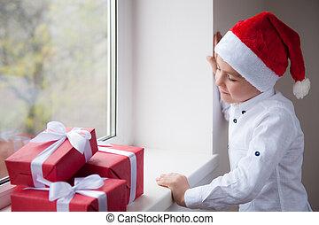 站立, 男孩, 很少, 禮物, 看, 窗口, 聖誕老人, 帽子