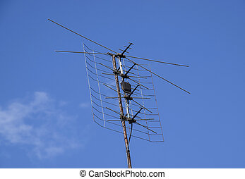 All-wave inphase antenna lattice. The television antenna for...