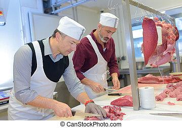 Carniceros, cortando cubitos, carne