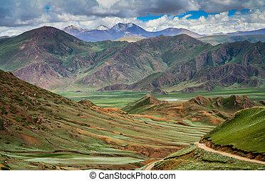 Landscape of Tibetan plateau - Green tibetan landscape on...