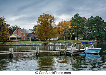 House and autumn color along the harbor in St. Michaels,...