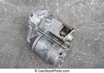 Cracked engine starter - Cracked and old used engine starter...