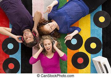 圍繞, 朋友,  vinyls, 躺, 地毯