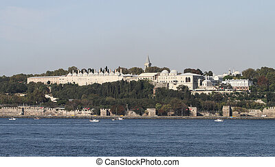 Topkapi Palace in Istanbul City - Topkapi Palace and Golde...