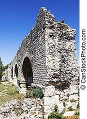 Aqueduc Romain de Barbegal. Fontvieille, Provence-Alpes-Cote...