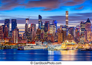 Midtown Manhattan Skyline - New York City skyline in Midtown...