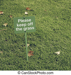 Vintage looking Keep off the grass sign