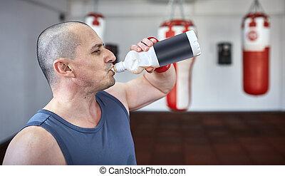 água,  kickboxer, bebendo