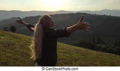 Young woman open hands and enjoy sunshine - Young woman with...