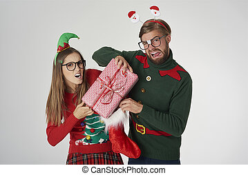 Nerd couple fight for Christmas present
