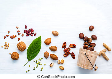 Selection food sources of omega 3 and unsaturated fats. Super food high omega 3 for healthy food. Walnuts almonds ,pecan ,pea nuts, pistachio, pinto beans ,red kidney beans,soy beans and chestnut .