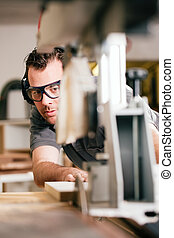 charpentier, utilisation, Électrique, scie