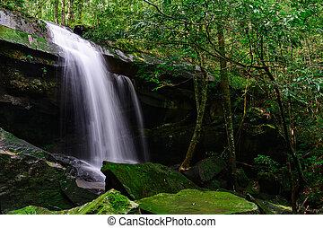 Tham Yai Waterfall. - Tham Yai Waterfall at Phu Kradueng...