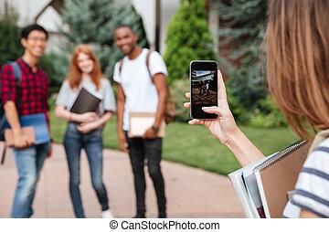 mujer, móvil, cuadros, toma, teléfono, Estudiante, Aire libre, amigos
