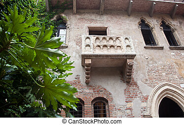 Juliet\'s balcony in Verona - Balcony used by Juliet and...