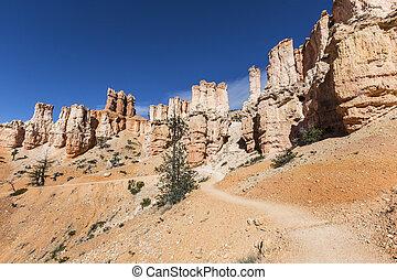 Utah Hoodoo Trail - Hoodoo trail at Bryce Canyon National...
