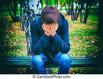 Ao ar livre, adolescente, triste