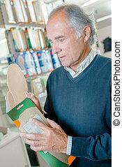 man buying soles