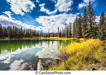 The shoaled round lake  in the Rockies