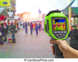 Recording with Thermal camera people walking the city...