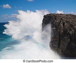 Crashing waves - Powerful crashing