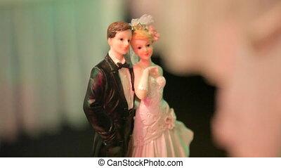 Bride and groom figures on wedding cake