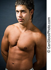 Shirtless muscular man - Studio portrait of shirtless...