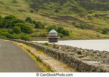 Llyn Celyn reservoir and intake tower - Llyn Celyn reservoir...