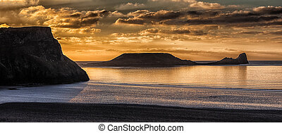 Rhossili Bay and Worm's head on the Gower peninsula -...