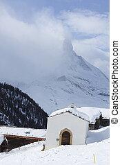 Findeln und  Matterhorn in den Wolken