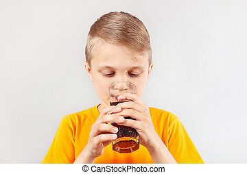 Menino, pequeno, corte, fresco, loiro, bebendo,  cola
