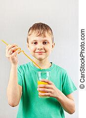 Menino, pequeno, ENGRAÇADO, Palha, bebida, suco, ir,...