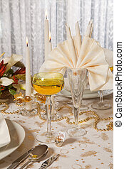 Christmas table in gold 1 - Elegant Christmas dinner table...