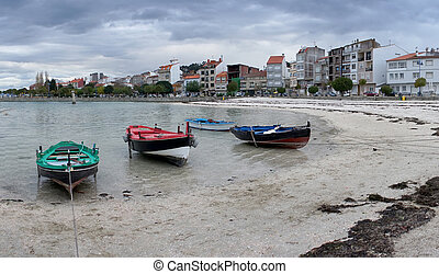 beach in galicia with fishing boats - Photo of beach in...