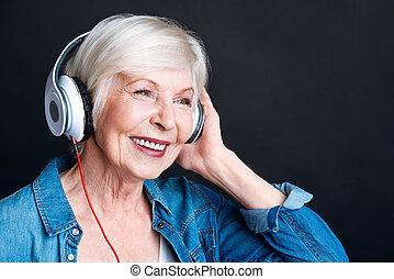 viejo, mujer, Música, encantado, Escuchar