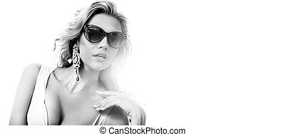 Black&white portrait of a sensual woman