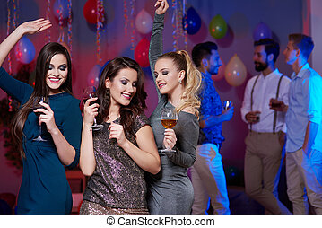 Girls without guys on the dancefloor