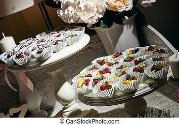 Vintage cupcakes weding - Wedding Cake - Bunch of Yummy...