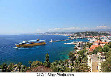 Summer view of the city of Nice and the harbor with crusie...