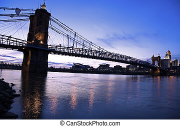 Historic bridge in Cincinnati - Bridge between Ohio and...