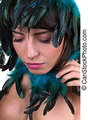 Feather headpiece - Iridiscent feather headpiece on a...