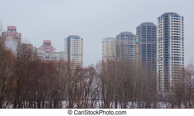 building high-rise buildings in the winter