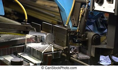 hacksaw machine cuts metal workpiece