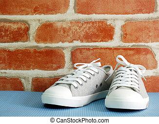 lady sneaker wit wallpaper background